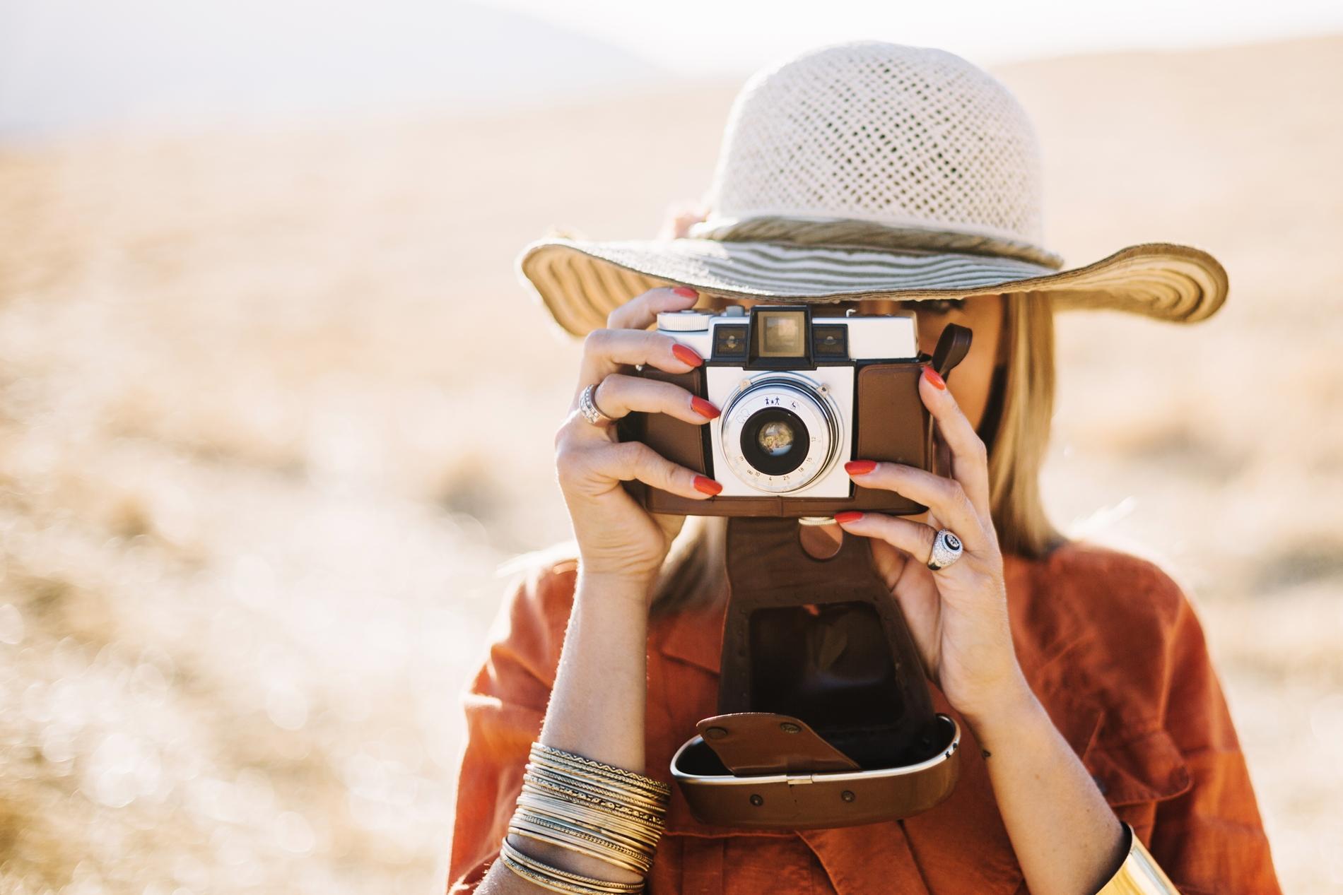 Jak przetrwać sesję zdjęciową latem? Co ubrać a czego nie?