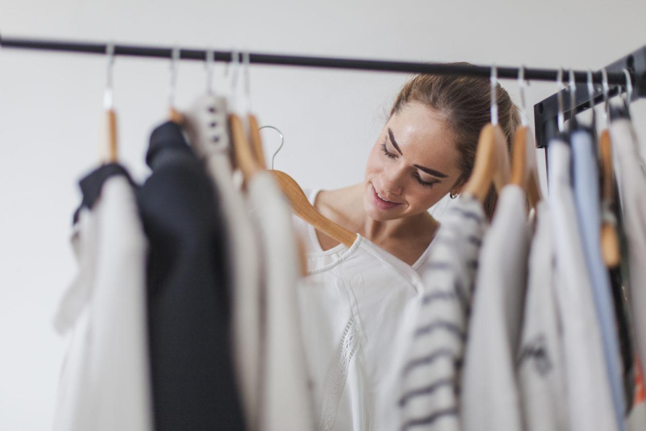 Jak ubrać się na plenerową sesję zdjęciową – 14 praktycznych wskazówek